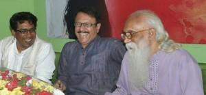কবি রাজু আলীম এর সাথে কবি নির্মলেন্দু গুণ ও কবি কামাল চৌধুরী।